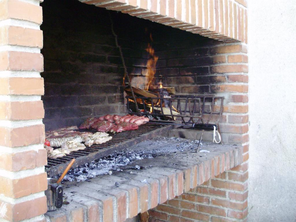 Asado over an open fire, Buenos Aires, Things to do in Buenos Aires, Flickr.
