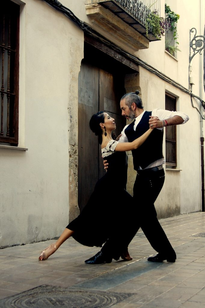 Tango couple in Buenos Aires, Argentina, Things to do in Buenos Aires, Argentina