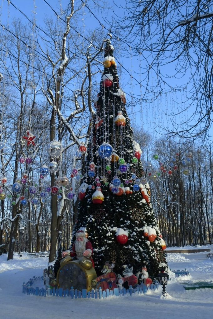 The winter decorations in Russia make it one of the most unique places to celebrate NYE around the world.