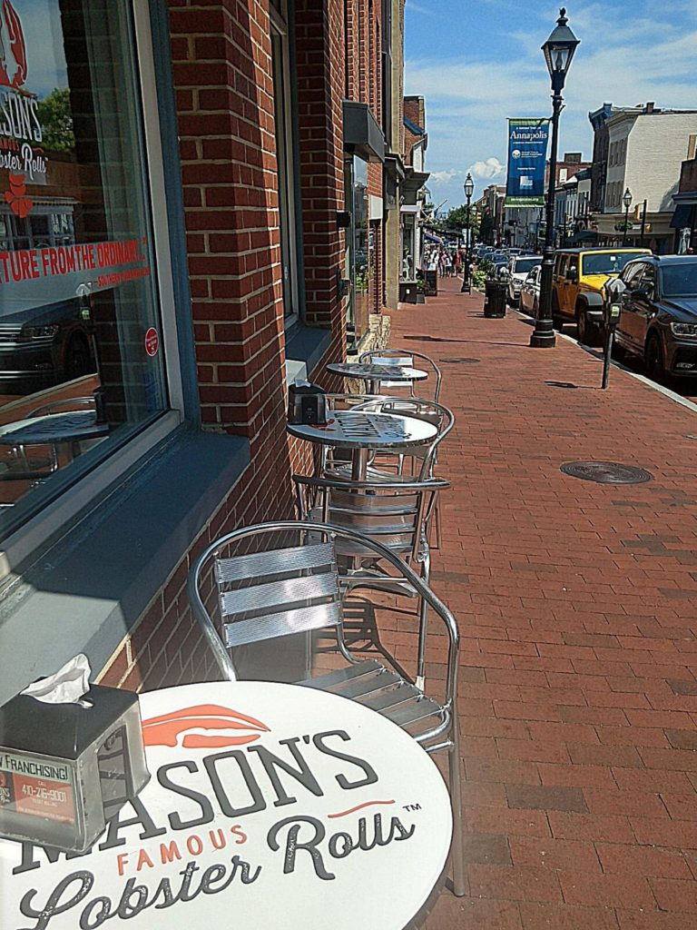 Outdoor seating at Mason's Famous Lobster Rolls